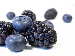 benefits blueberries and blackberries