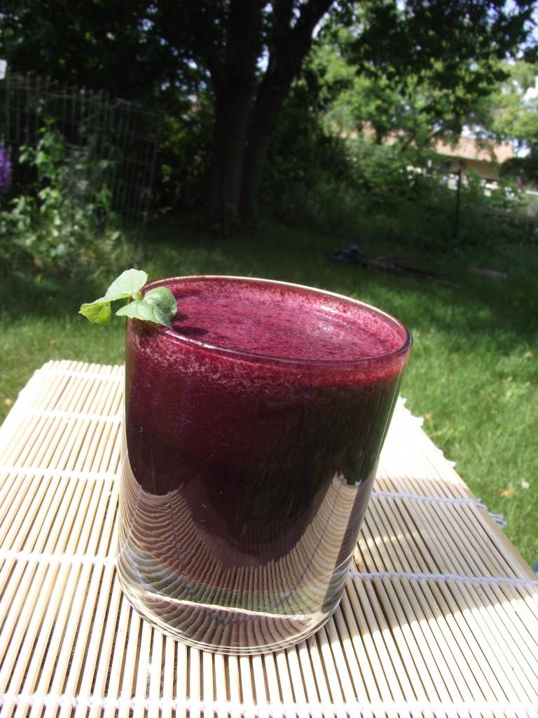 benefits fresh raw blueberry juice